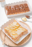 切片在白色背景隔绝的面包多士 免版税库存图片