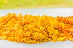 切片姜,姜黄根, Cassumunar姜,孟加拉根,姜科,烘干的姜黄 地方食物和泰国草本 免版税图库摄影