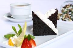 切片巧克力蛋糕和冰淇凌 免版税图库摄影