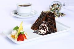 切片巧克力蛋糕和冰淇凌 库存图片