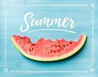 切片新鲜的成熟西瓜,与文本的蓝色背景 库存照片