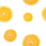 切片柑橘,柠檬,桔子楔住在一张白色背景顶视图隔绝的无缝的样式 免版税库存图片