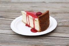 切片樱桃乳酪蛋糕 免版税图库摄影
