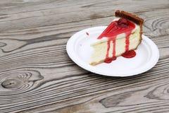 切片樱桃乳酪蛋糕 库存照片