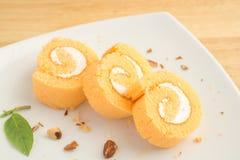 切片橙色卷蛋糕 库存图片