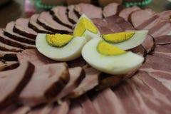 切片火腿和熟蛋 库存图片