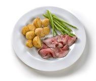 切片烤牛肉用土豆 免版税库存图片