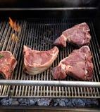 切片烤肉,当烹调时 库存图片