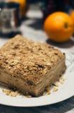 切片甜经典之作夹心蛋糕拿破仑 背景土气木 顶视图 免版税图库摄影