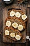 切片甜香蕉面包 免版税库存图片