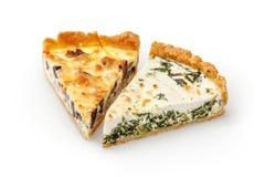 切片菠菜&希腊白软干酪饼在白色 库存图片