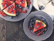切片西瓜用蓝莓 免版税库存图片