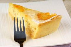 切片那不勒斯的Pastiera馅饼 免版税库存照片