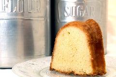 切片重糖重油蛋糕特写镜头 库存图片