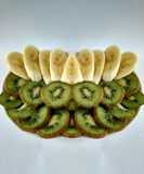 切猕猴桃和香蕉 库存照片