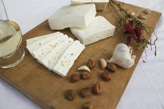 切的山羊乳干酪 库存图片