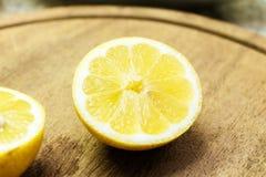 切的柠檬 免版税库存照片