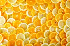 切的桔子和柠檬背景  库存照片