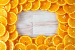 切的桔子抽象背景与卵形拷贝空间的 免版税库存图片
