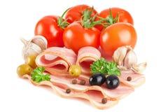 切的烟肉加香料鲜美蔬菜 免版税库存照片