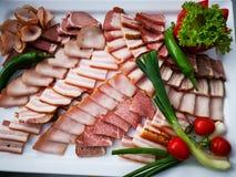 切的猪肉火腿和五香熏牛肉 库存图片