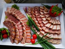 切的猪肉火腿和五香熏牛肉 库存照片