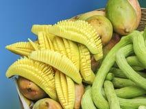 切的芒果和果子 免版税库存照片