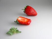切的草莓 免版税库存图片