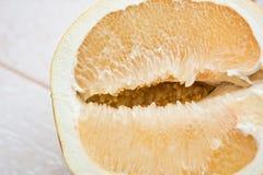 切的葡萄柚 免版税库存照片