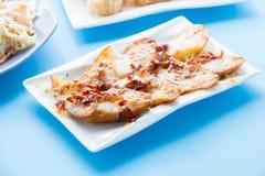 切的被烘烤的土豆 免版税库存图片
