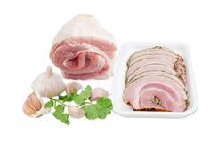 切的被烘烤的猪肉,未煮过的猪肚,大蒜, coriande卷  免版税库存照片
