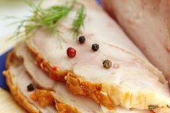 切的被烘烤的肉用香料和莳萝 库存图片