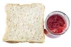 切的面包和草莓酱 库存照片
