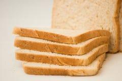 切的面包大面包 免版税库存图片