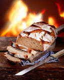 切的面包新鲜的黑麦 免版税图库摄影