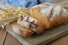 切的面包黑麦 库存照片