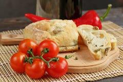 切的面包Ciabatta和菜 免版税库存照片