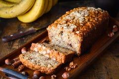 切的香蕉面包大面包 免版税库存照片