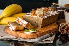 切的香蕉面包 图库摄影