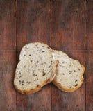 切的黑麦面包用油麻 免版税库存照片