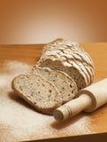 切的黑麦面包用油麻 图库摄影