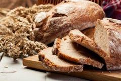 切的黑麦面包 库存照片
