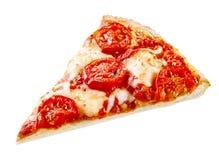 切的Margherita薄饼用无盐干酪和蕃茄 免版税库存图片
