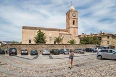 切萨圣马里亚马焦雷教会在奥列纳,广场S 玛丽亚,撒丁岛,意大利 库存图片
