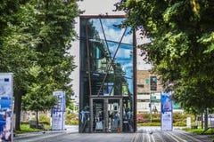 什切青,波兰, 2017年7月17日:玻璃,在c的现代大厦 库存照片