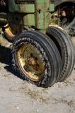 切细的拖拉机轮胎 免版税库存图片