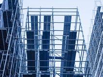 绞刑台和钢建筑建筑工地 图库摄影