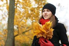 划分为的叶子纵向妇女年轻人 库存照片