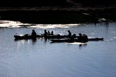 划独木舟的人 库存图片