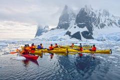 划皮船南极的冰 库存照片